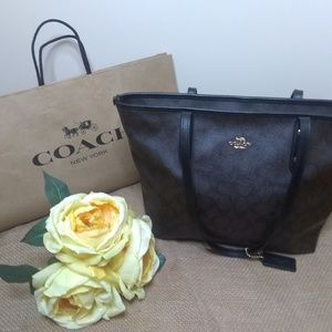 Coach Signature Zip Tote